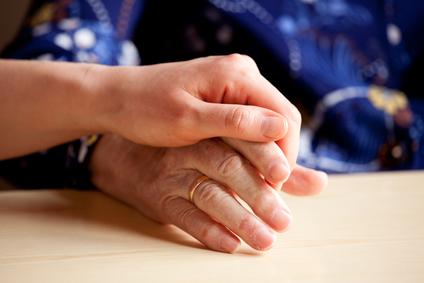 comfort-hand-holding